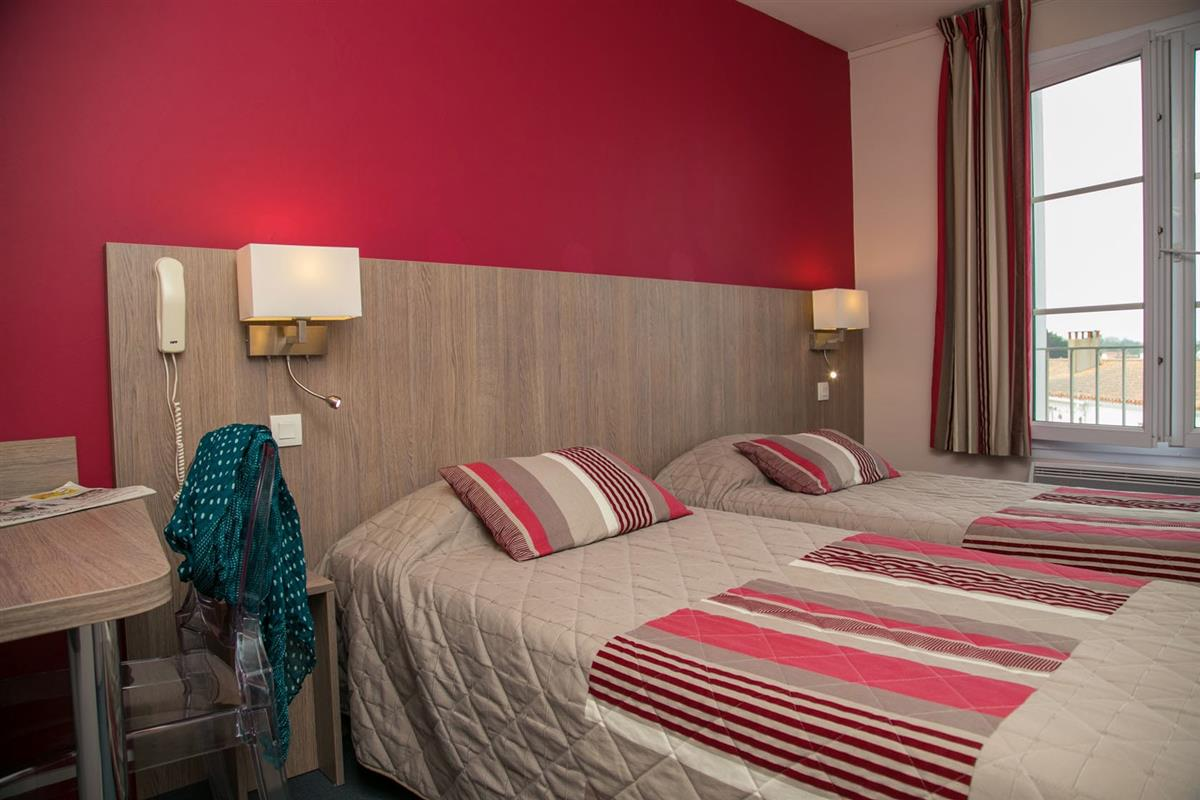 Chambre c t village hotel vue mer yeu chambres d 39 hotel port joinvi - Hotel port joinville ...