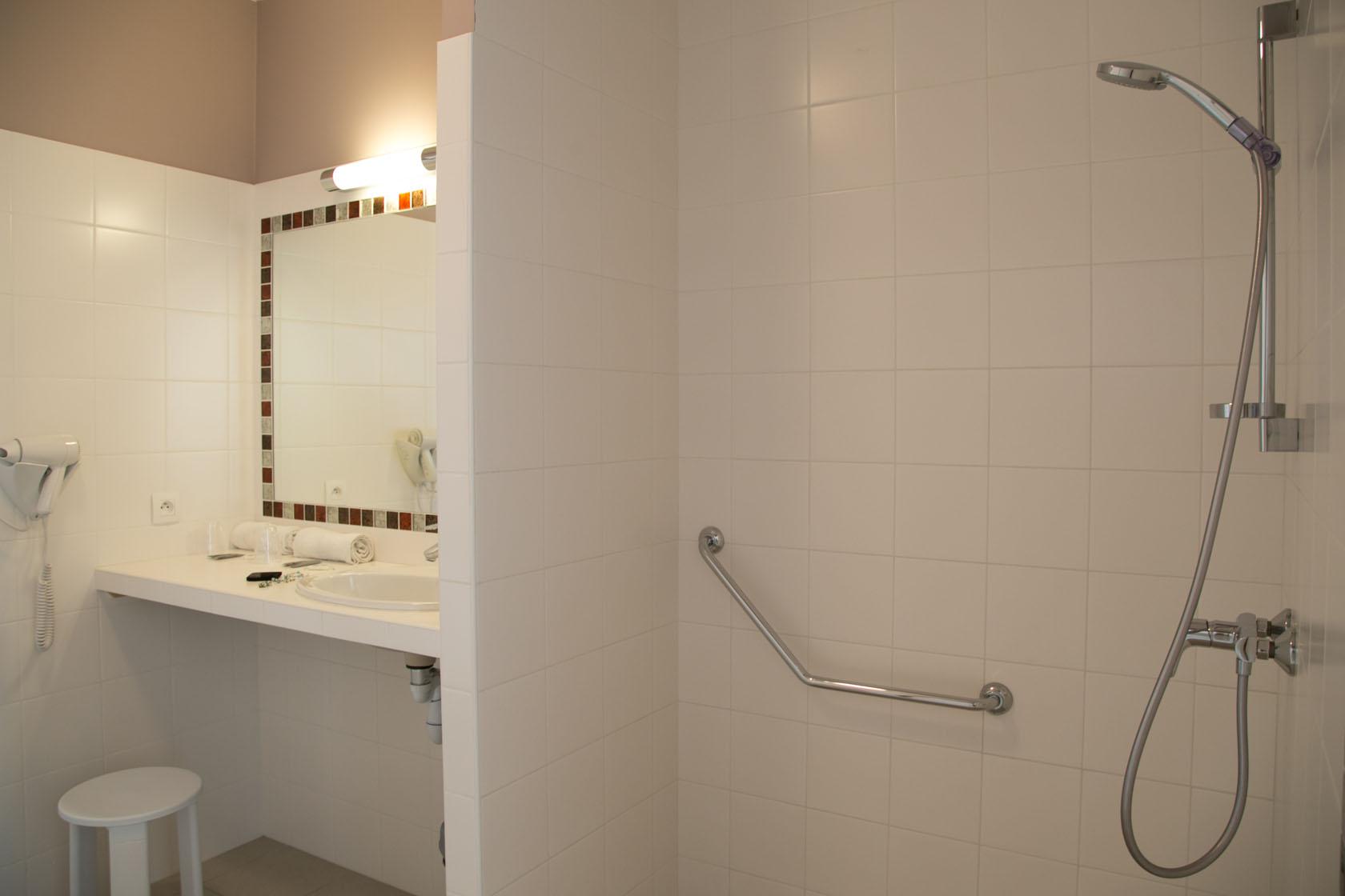 Meuble Salle De Bain Lapeyre Belle Epoque ~ Chambre Pmr Hotel Vue Mer Yeu Chambres D Hotel Port Joinville